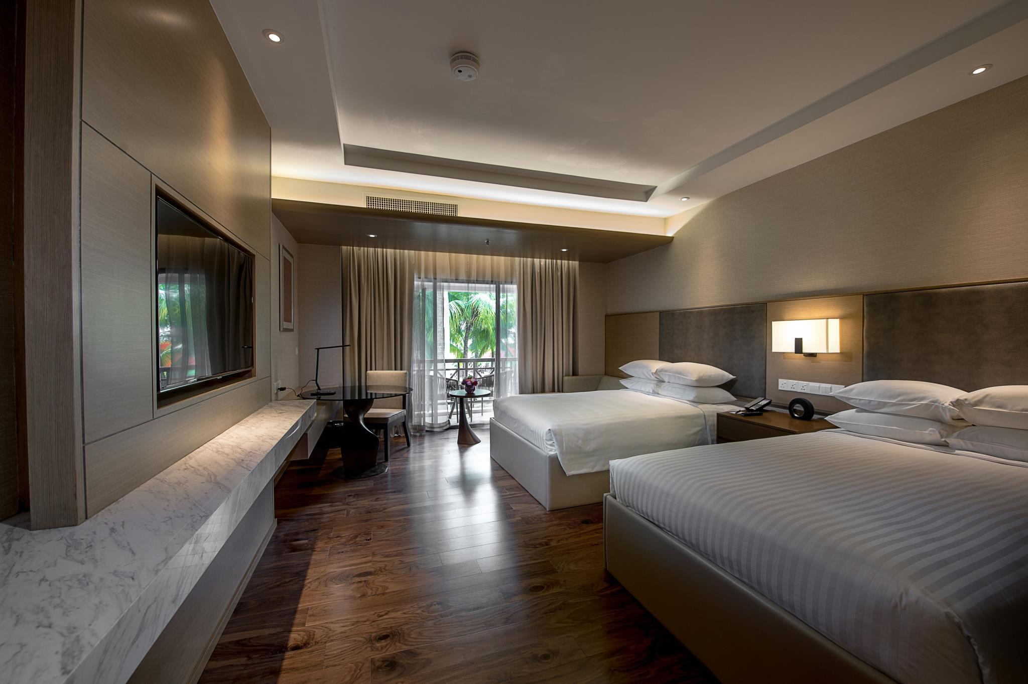 Premier Pool Room, Guest room, 1 King or 2 Double, Balcony