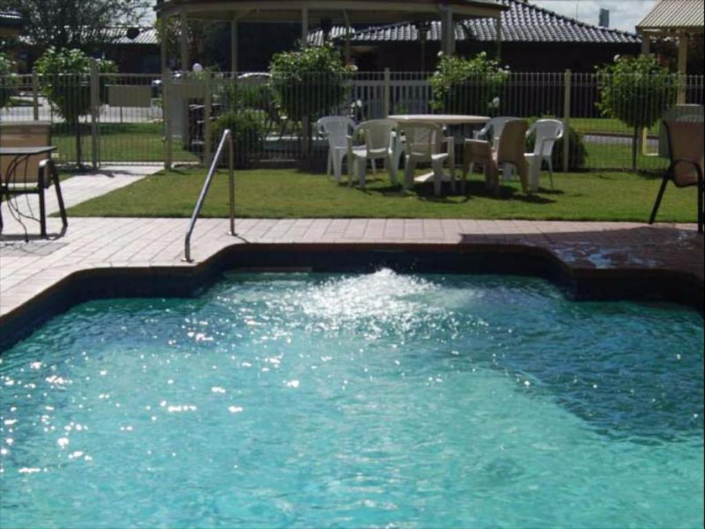 Swimming pool [outdoor] Meninya Palms Moama
