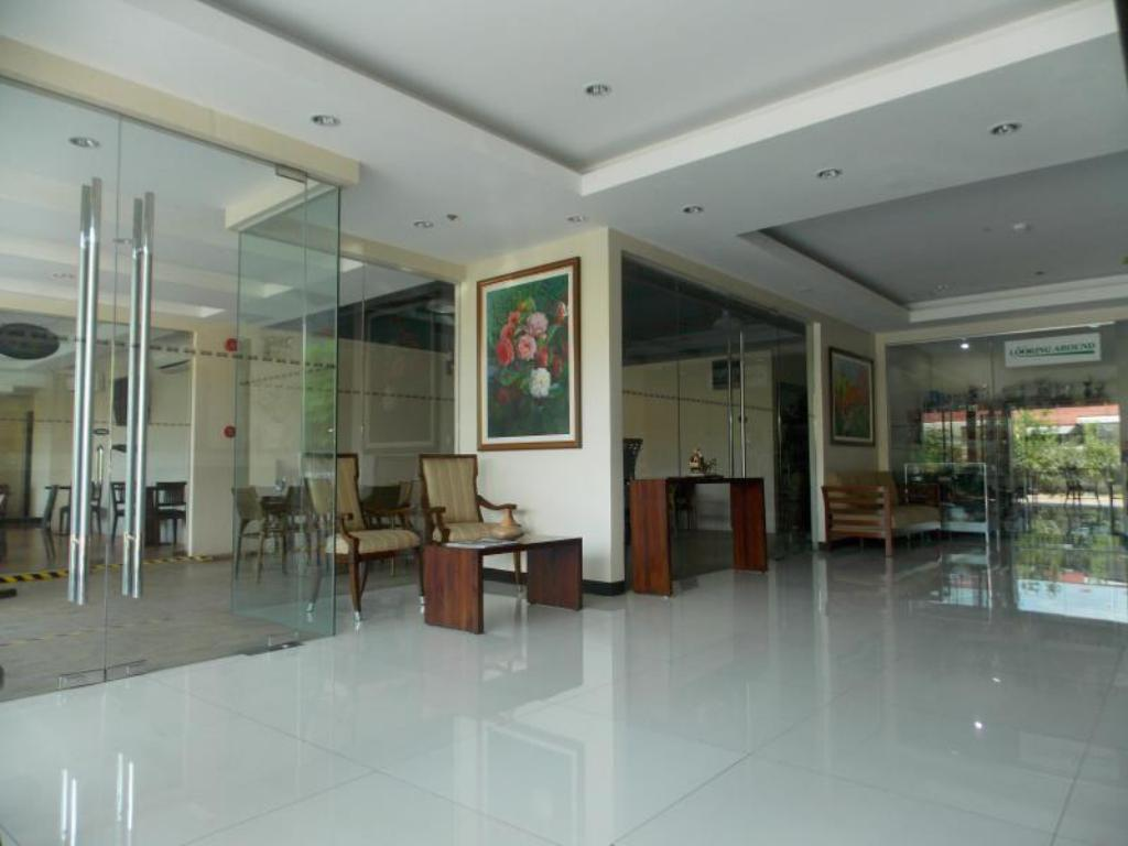 Lobby Main Hotel and Suites