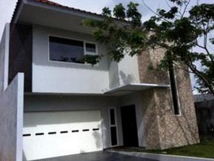 Villa Green Lake Parahyangan