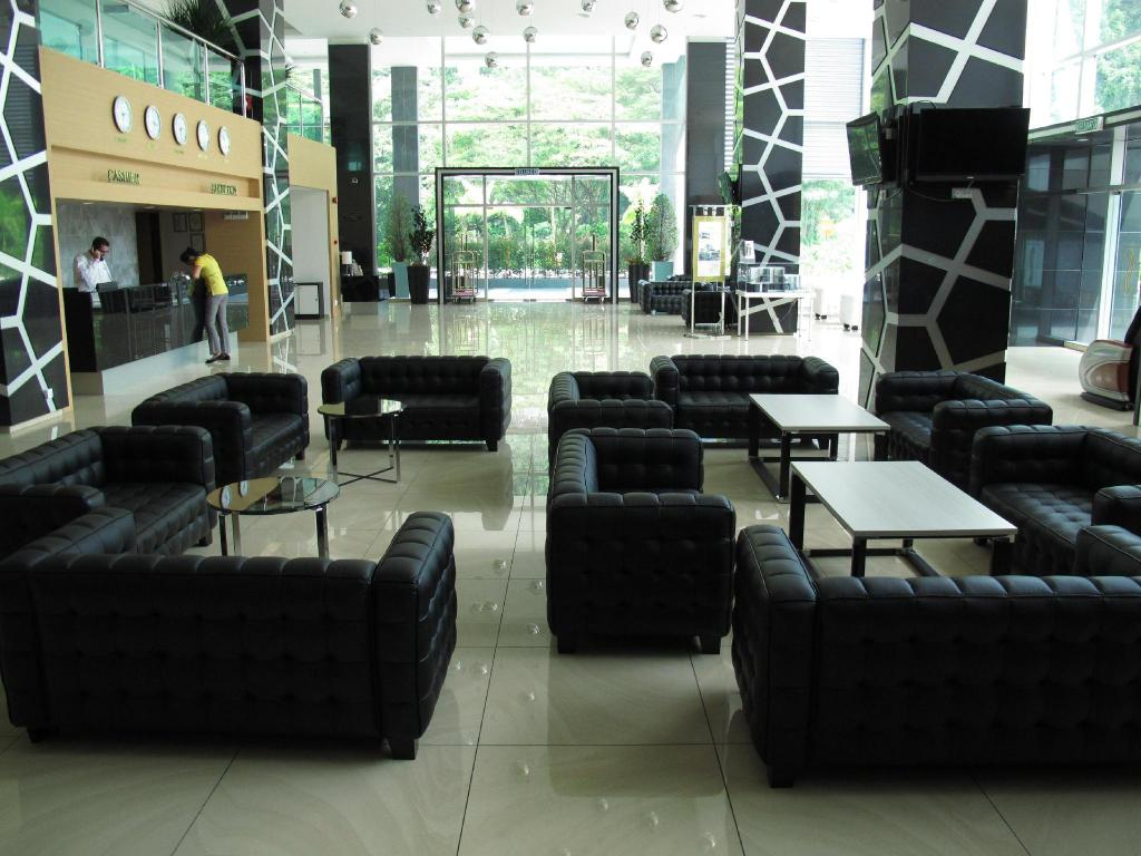 Lobby Symphony Suites Hotel