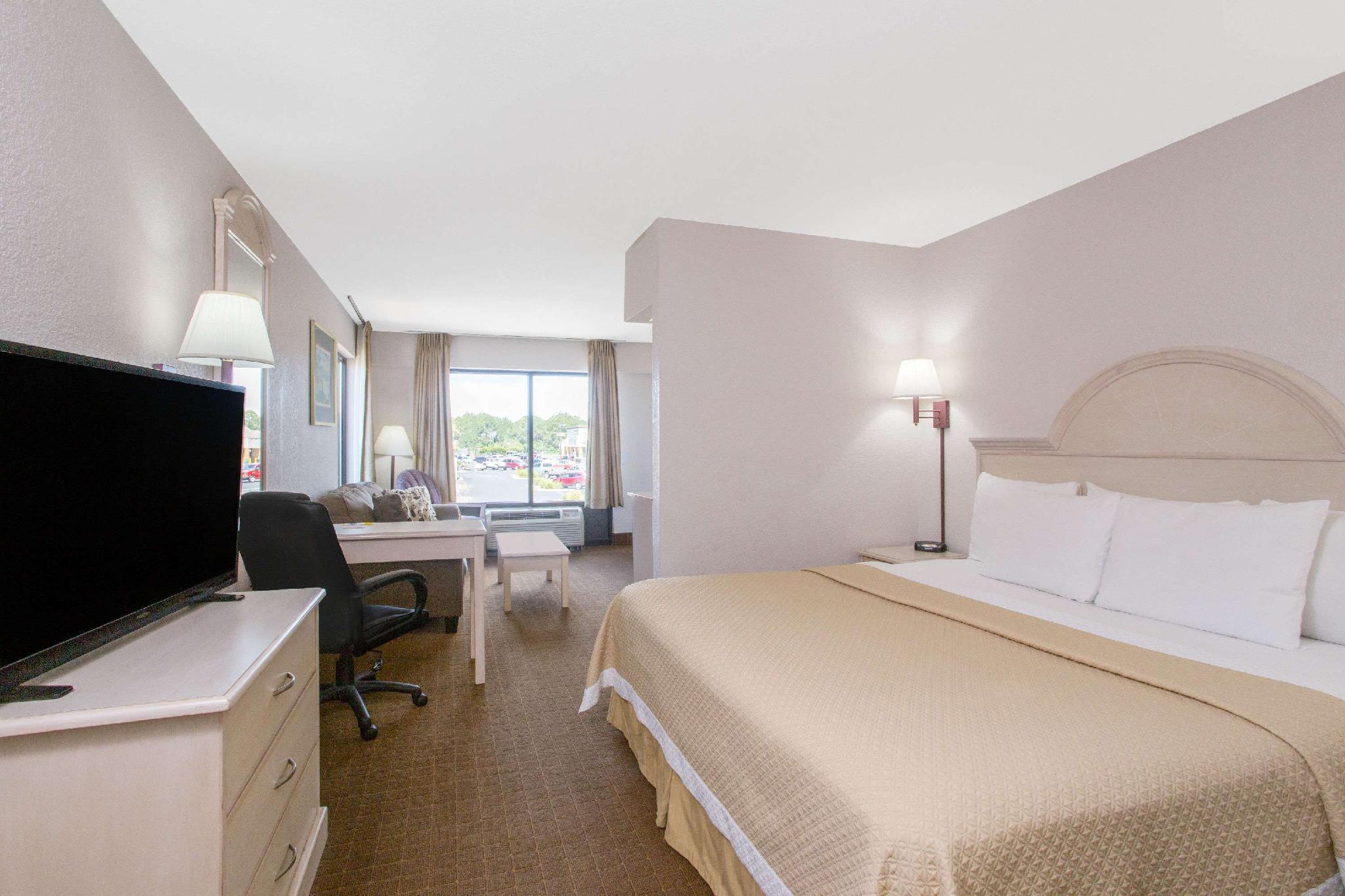 Days Inn Suites By Wyndham Navarre