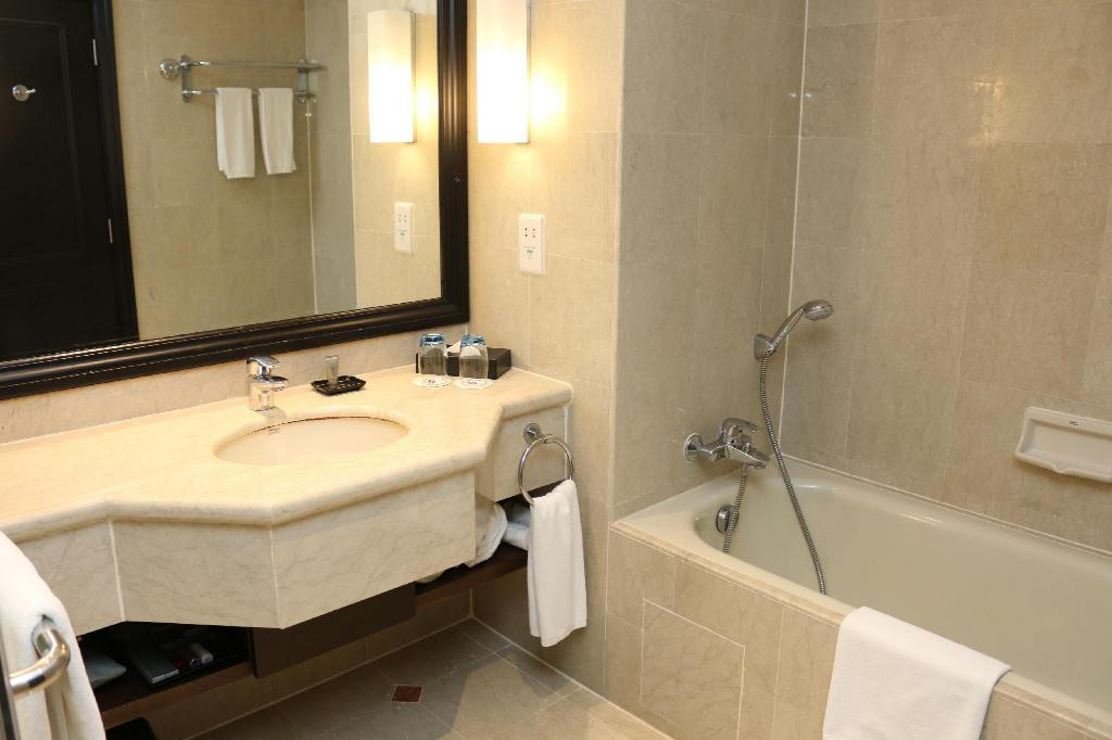 Deluxe Room, Guest room - Bathroom