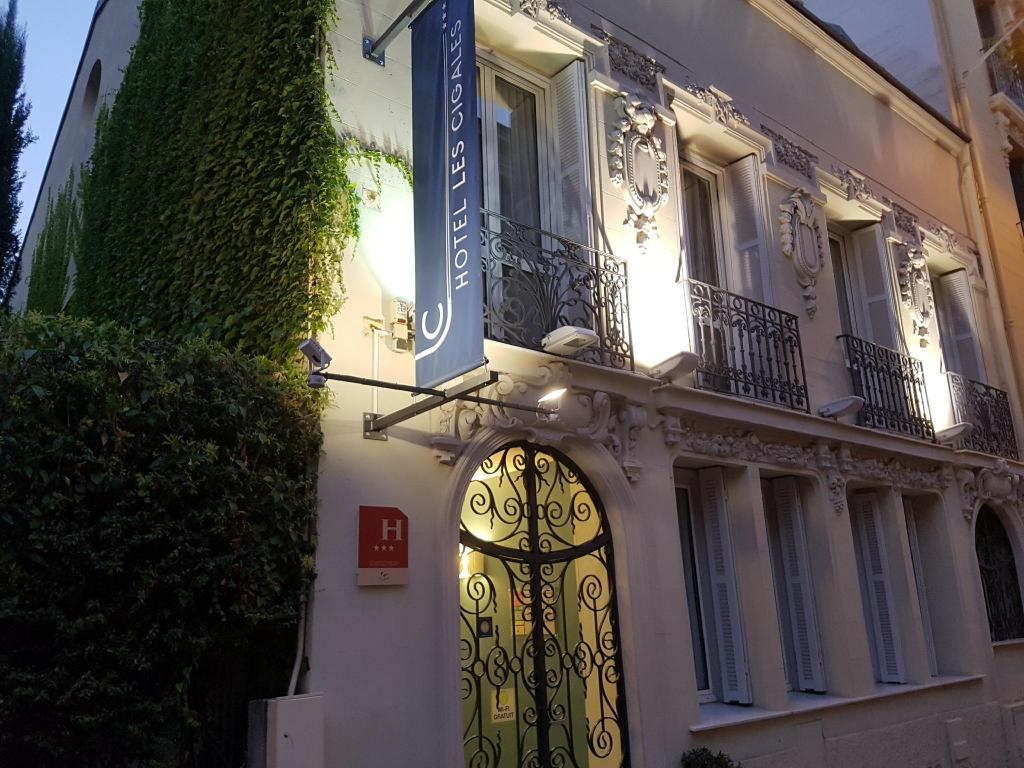 More about Hotel Les Cigales