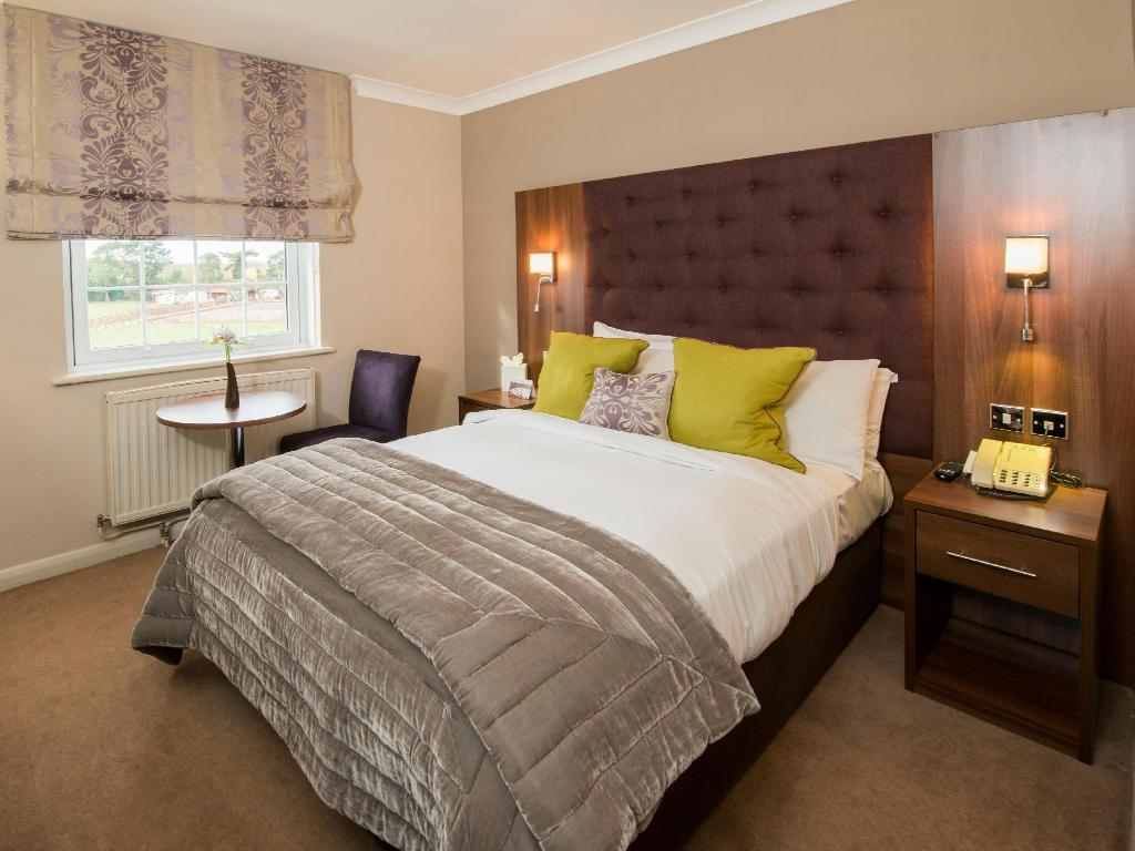 Standard Double Room - Bed Burnham Beeches Hotel