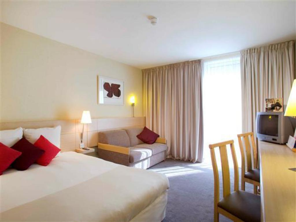 Standard Queen Room with Sofa - Guestroom Novotel Manchester Centre Hotel