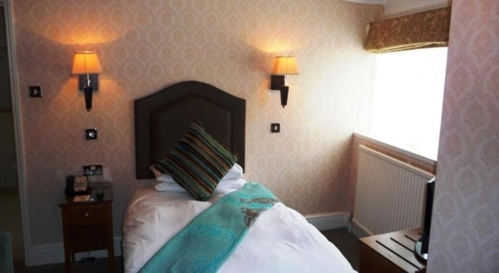 Guestroom The Maids Head Hotel