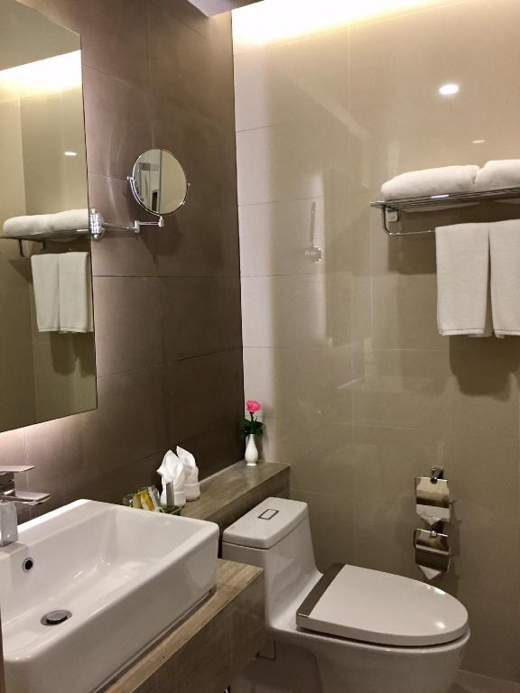 Deluxe Premium King - Bathroom Grand President Hotel Bangkok