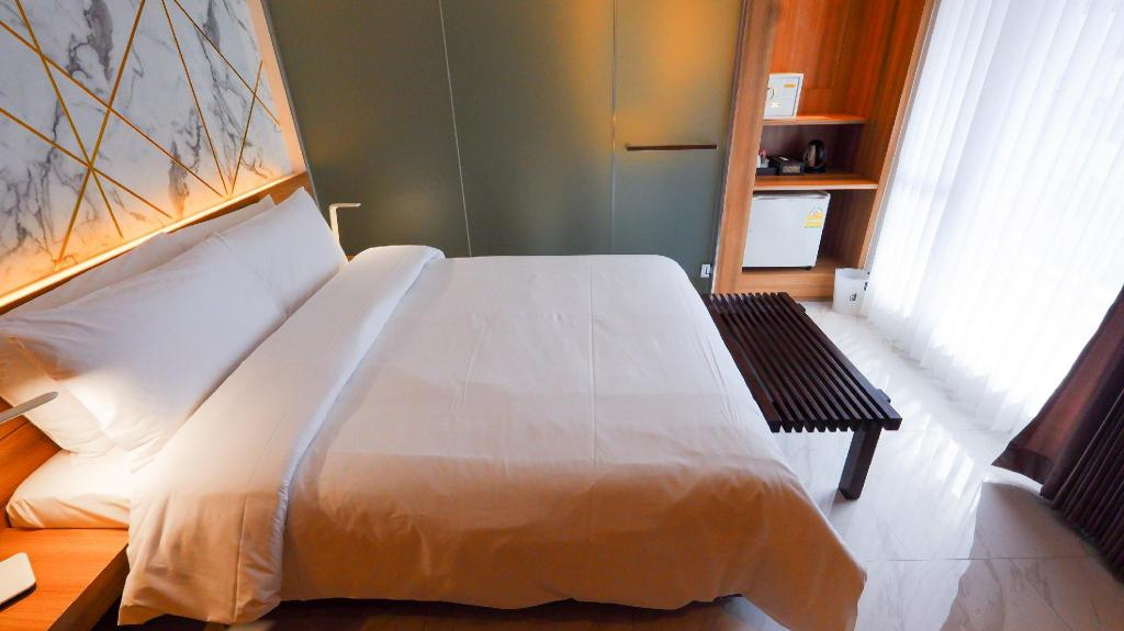 Deluxe Double - Bed