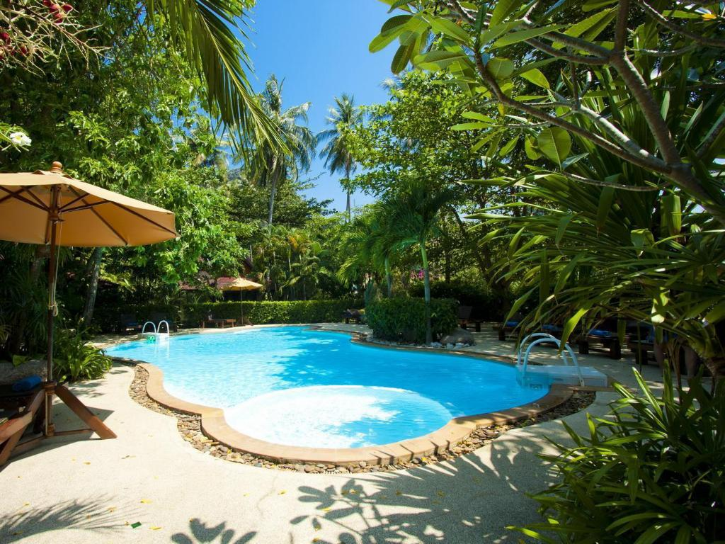 Best Price on Sunrise Tropical Resort in Krabi + Reviews!