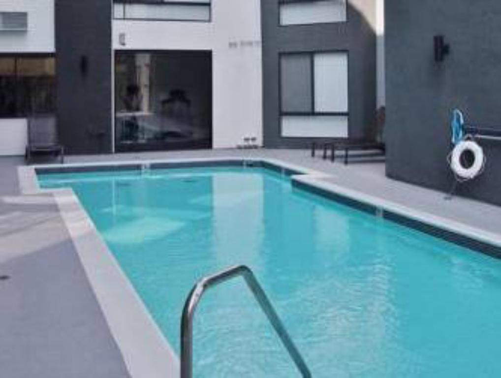 Swimming pool Hollywood Bowl Residence
