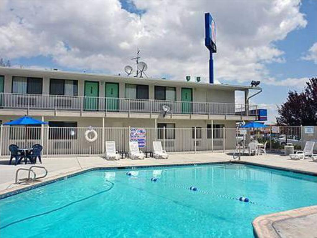 Motel 6 reno virginia plumb in reno nv room deals - Reno hotels with indoor swimming pool ...