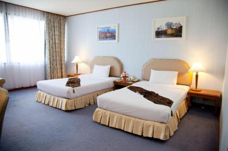 Superior Room Twin Bed Thumrin Thana Hotel