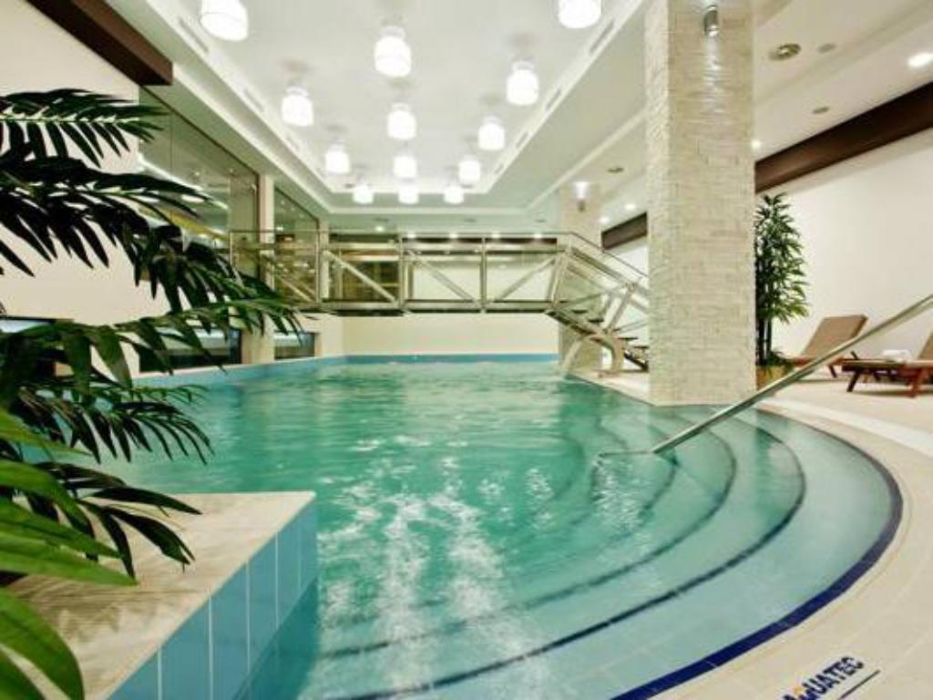 Piscină Earth & People Hotel & SPA