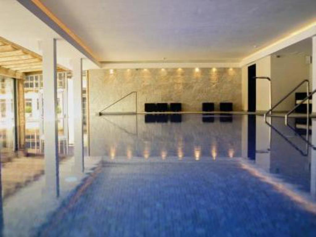 Swimming pool Hotel Kitzhof Mountain Design Resort