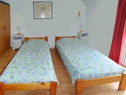 Twin numurs ar vannu (Twin Room with Bath)