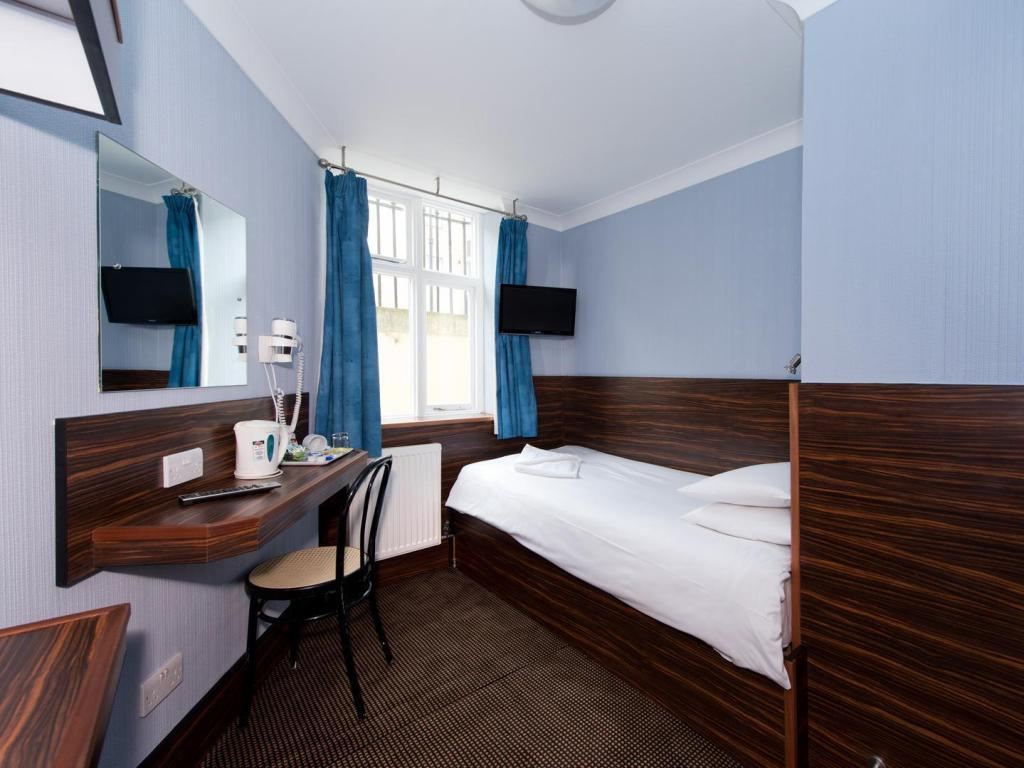 Single Room - Guestroom Crestfield Hotel