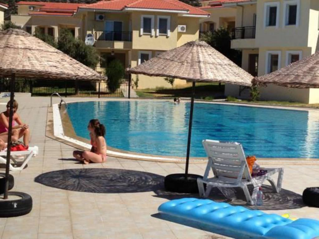 Piscină A Touch of Paradise Resort