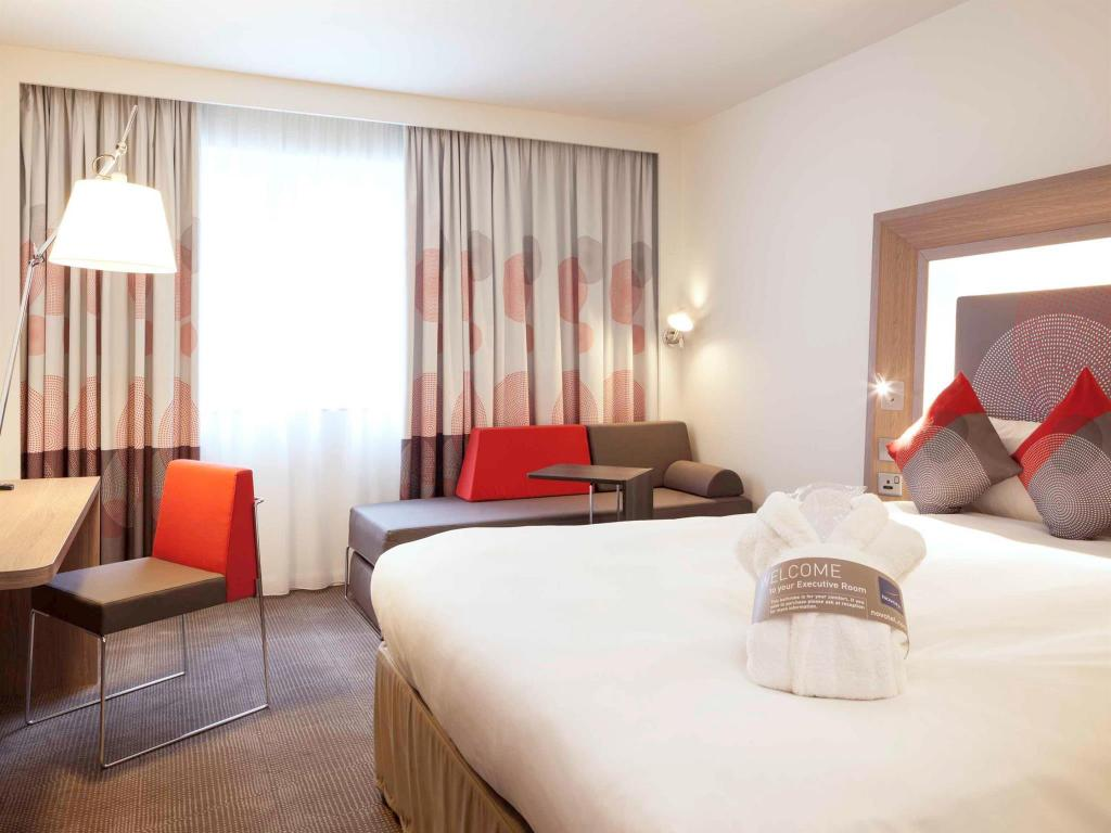 Executive Queen Room with Sofa - Guestroom Novotel London City South Hotel