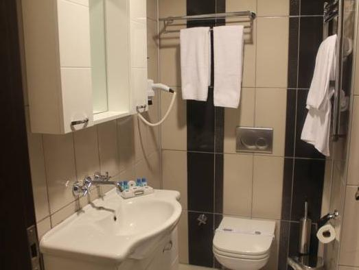 2 camere duble interconectate (Two Connecting Double Rooms)