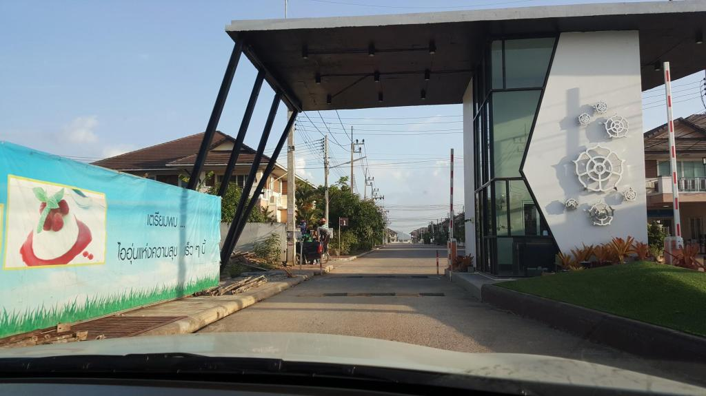 Entrance New 300M2 VILLA close to Songkhla / Had Yai.