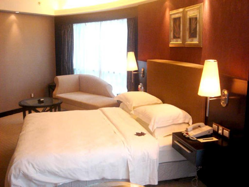 Boutique Suite Royal Suites and Towers Hotel