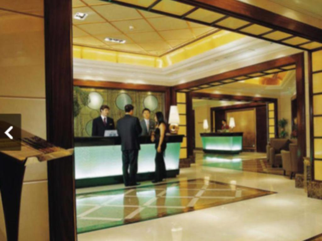 Lobby Royal Suites and Towers Hotel