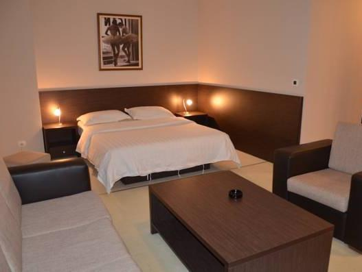 """Junior suite"" numurs ar balkonu (1 pieaugušais) (Junior Suite with Balcony (1 Adult))"
