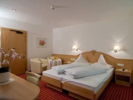 Superior Double Room Hotel Pension Flora