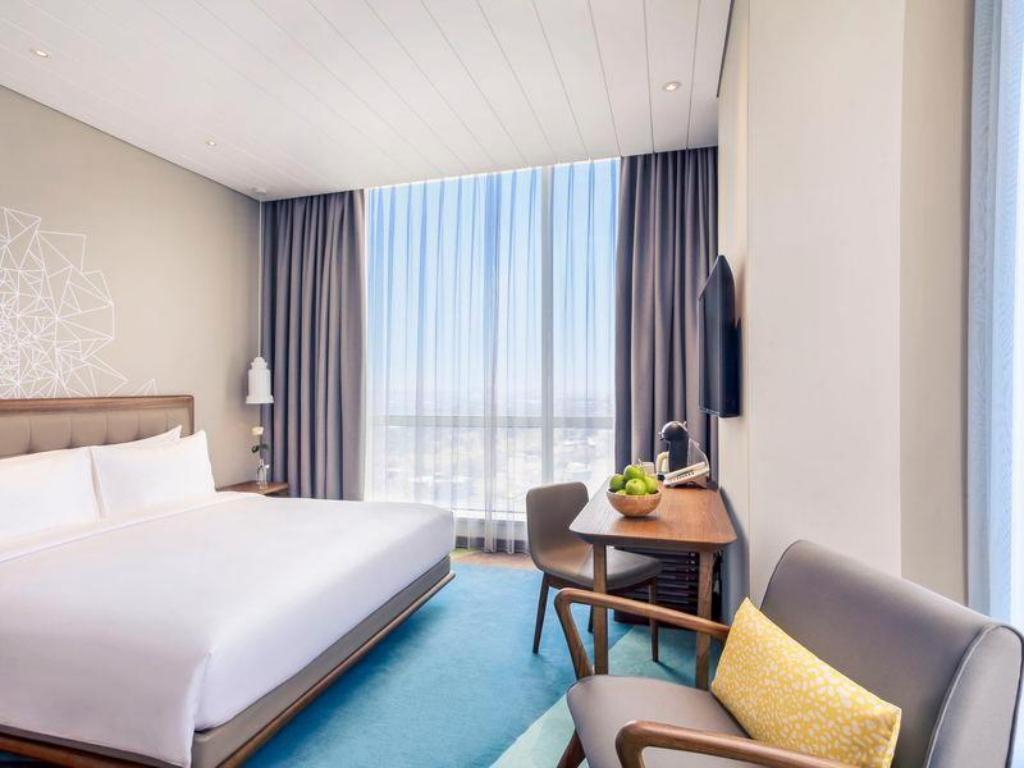 Privilege Room With 1 King Bed - Bed Mercure Jakarta Pantai Indah Kapuk