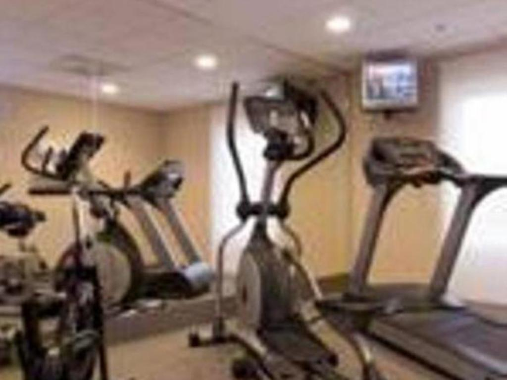 Fitness center City Express Suites Santa Fe