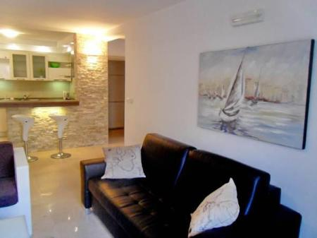 Comfort One-Bedroom Apartment with Sea View  Muo Apartments