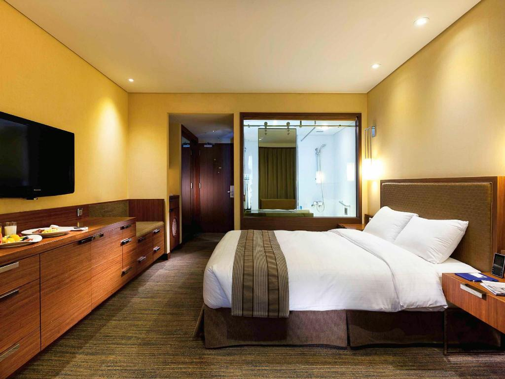 Executive Room with 1 Double Bed - Guestroom Novotel Ambassador Doksan Hotel