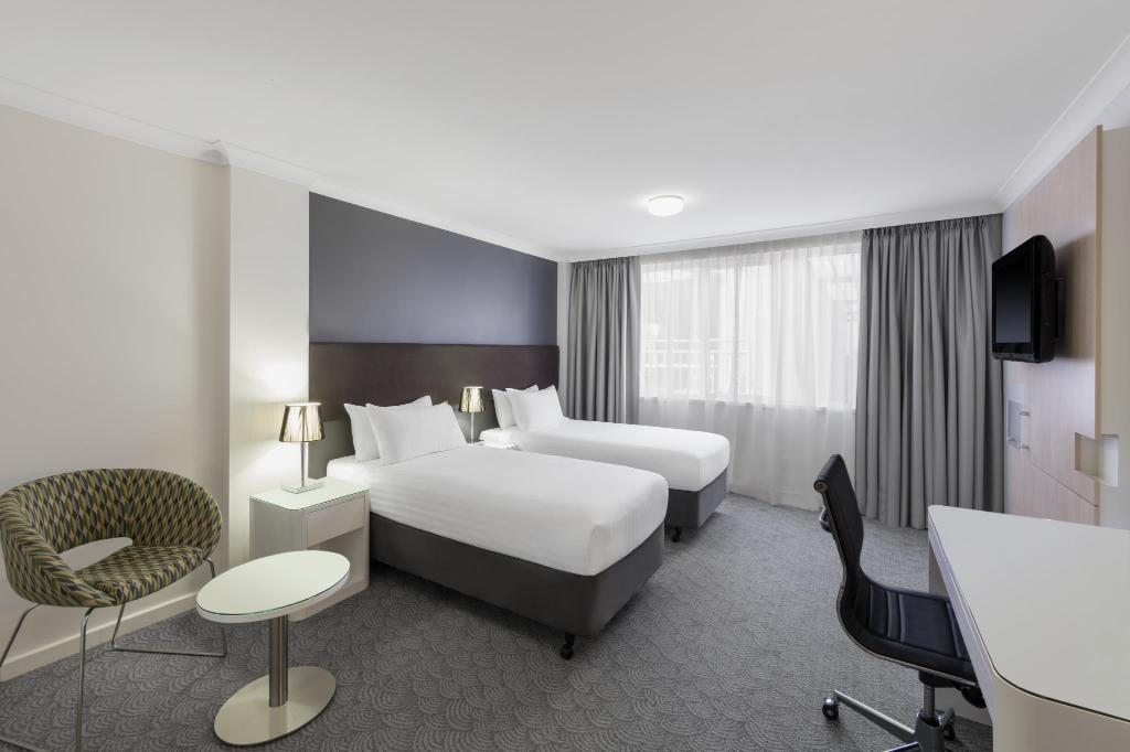 King Guest Room - Bedroom Rendezvous Hotel Perth Central