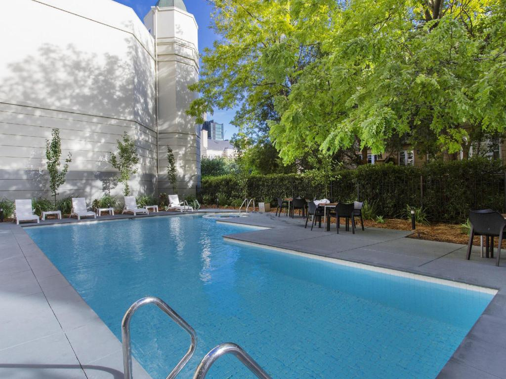 Best price on mantra on jolimont hotel in melbourne reviews for Swimming pools melbourne prices
