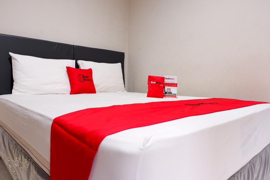 RedDoorz Room RedDoorz Plus near Mall Ciputra Semarang