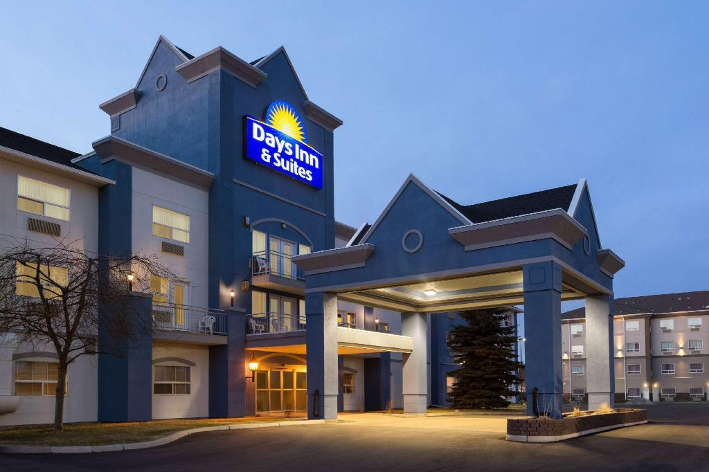 Days Inn & Suites by Wyndham Brooks