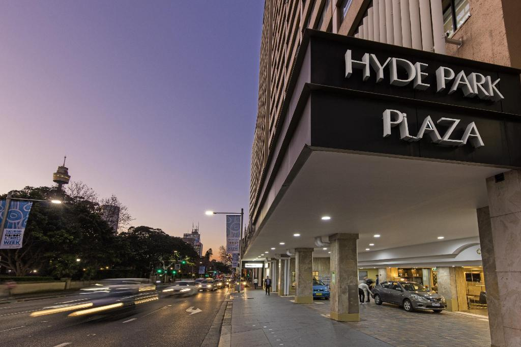 شقق أوكس هايد بارك بلازا (Oaks Hyde Park Plaza Apartments)