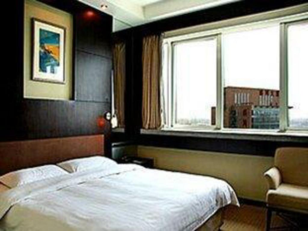 Business Guestroom Plaza Hotel Beijing