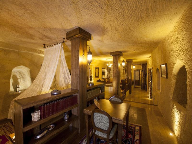 Royal Cave Suite