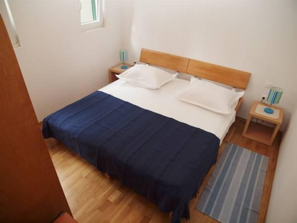 Apartament cu 1 dormitor cu balcon şi vedere la mare (One-Bedroom Apartment with Balcony and Sea View)
