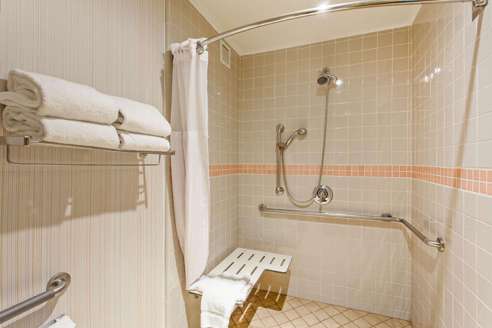 2 Queen Mobility Hearing Accessible Suite Roll In Shower