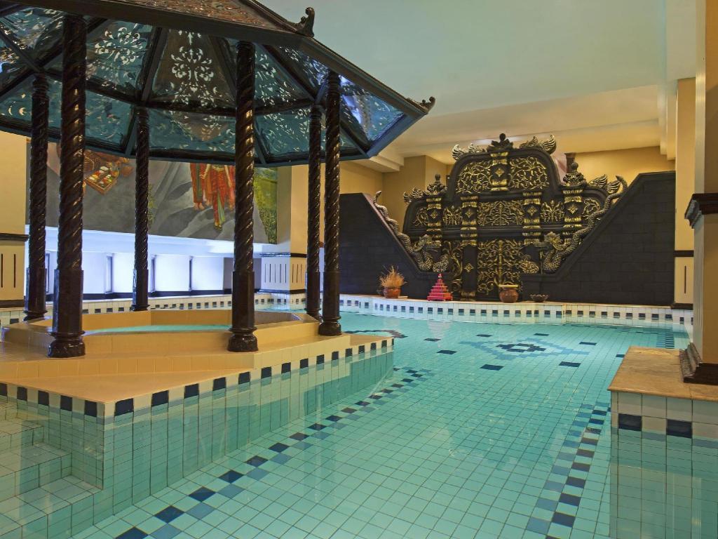 Best price on sheraton mustika yogyakarta resort spa in yogyakarta reviews for Jogja plaza hotel swimming pool