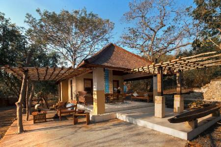 Lobi NusaBay Menjangan Resort by WHM