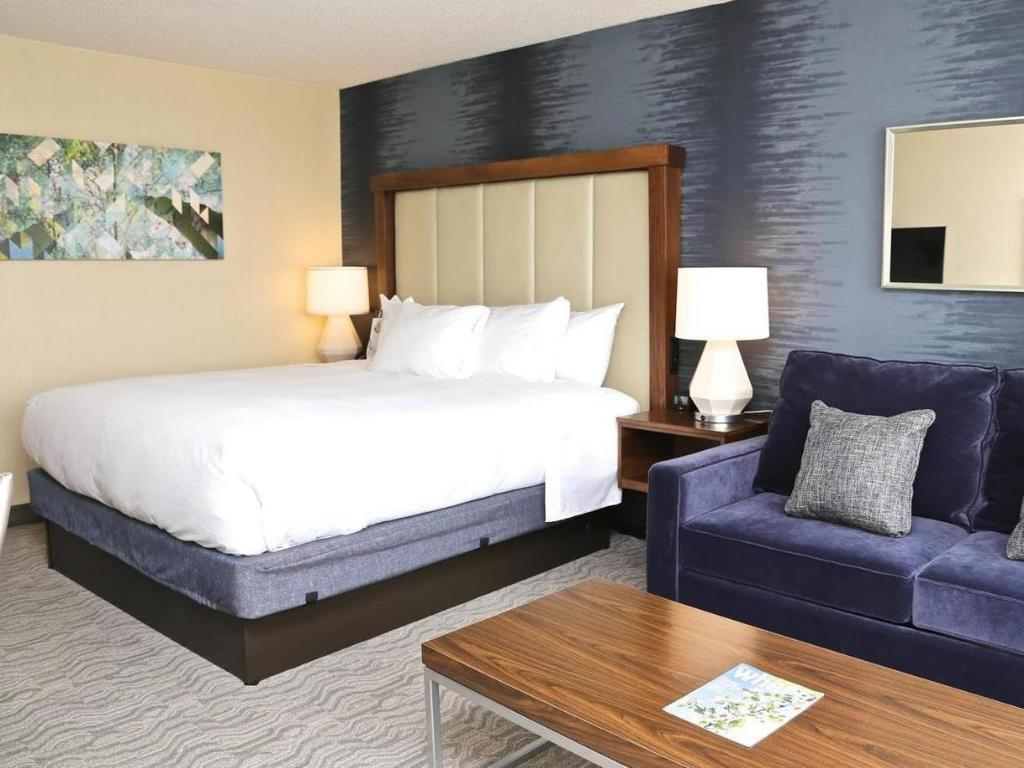Room with King Bed, Balcony and Bathtub - Accessible - Bilik tetamu Doubletree By Hilton Boston Andover