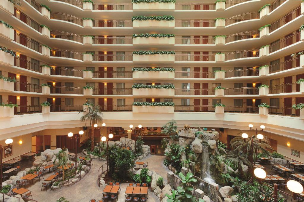 Lobi Embassy Suites Anaheim South Hotel