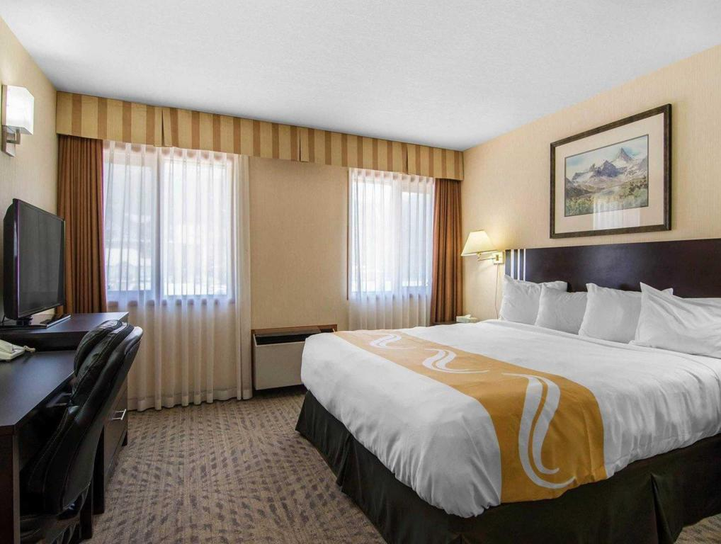 1 King Bed Nonsmoking - Guestroom Quality Resort Chateau Canmore
