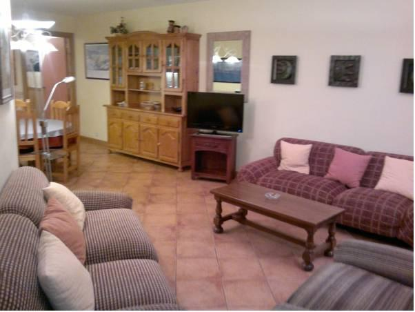 Apartament de Tres Habitacions (8 Adults) (Three-Bedroom Apartment (8 Adults))