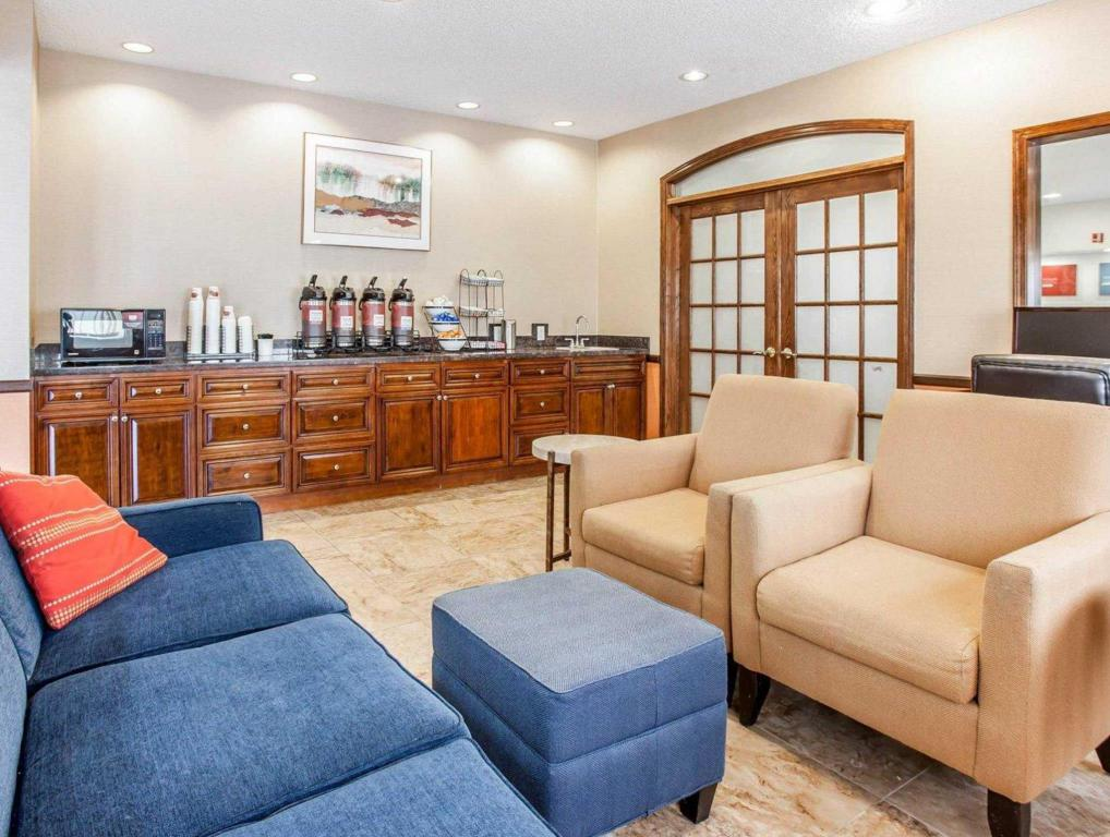 Best Price on Comfort Inn and Suites Bothell  Seattle North in