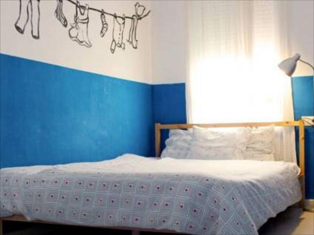 Double Room with Shared Bathroom Cadiz Inn Backpackers